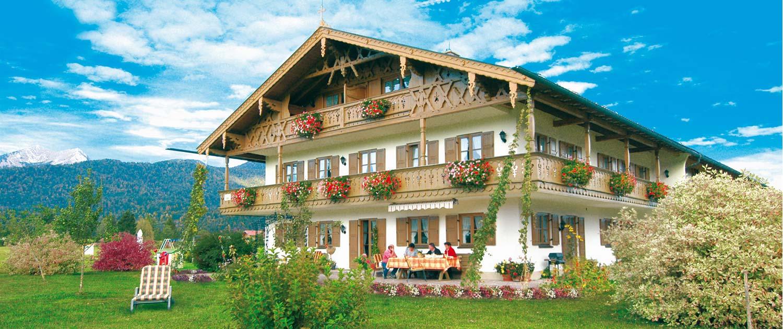 """Ferienwohnungen - Bauernhof """"zum Baur"""" in Krün im Karwendel"""