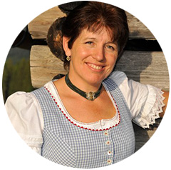 Frau Heiss, Ihre Ansprechpartnerin für Ferienwohnungen am Bauernhof
