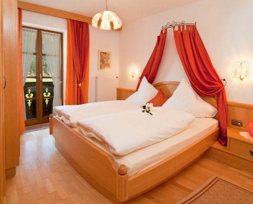 Ferienwohnung in Krün, Karwendel, Viererspitz 5 ***** Sterne, Schlafzimmer
