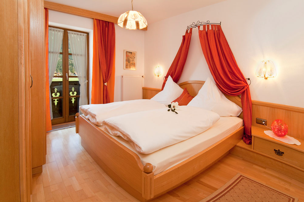Viererspitz schlafzimmer ferienwohnungen zum baur in kr n - Baur schlafzimmer ...